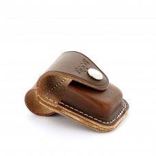 Чехол ZIPPO для широкой зажигалки, кожа, с кожаным фиксатором на ремень, коричневый, 57x30x75 мм LPLB